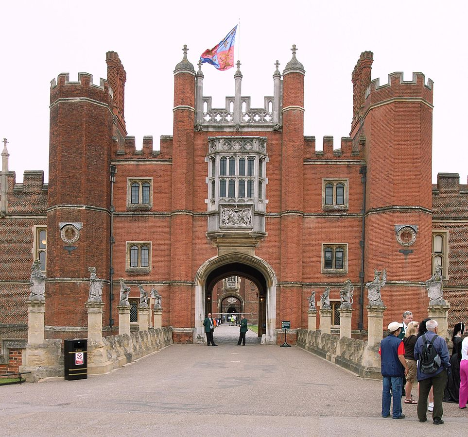 963px-Hampton_Court_Great_Gatehouse
